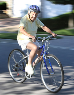 87-yr old Mississauga mayor cycling to work.