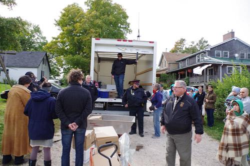 unloading-van-500_zpshmo300te